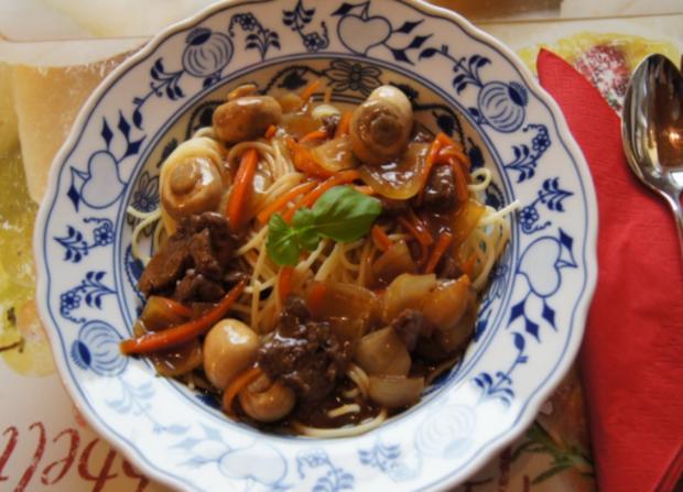Rinderfilet mit Zwiebeln, Champignons und Spaghetti - Rezept - Bild Nr. 11