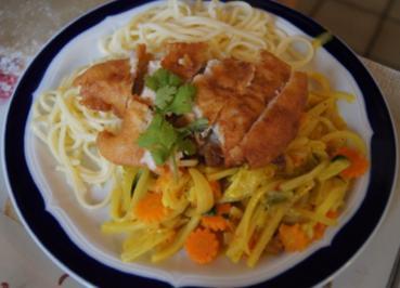 Hähnchenbrustfilet im Bierteig auf Gemüse und Mie-Nudeln - Rezept