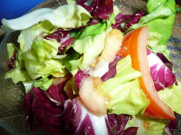 Schweine - Medaillons in Mandelsahnesoße zu Nudeln + Salat. - Rezept - Bild Nr. 2
