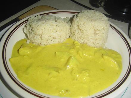 Curryhühnchen mit Ananas und Reis - Rezept