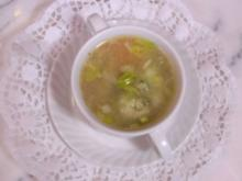 Klare Brühe mit Petersilienklößchen - Rezept