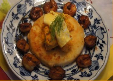 Sellerieschnitzel mit Süßkartoffelpüree und Garnelenschwänzen - Rezept