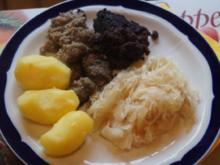 Wellwurst mit Kartoffeln und Sauerkraut - Rezept