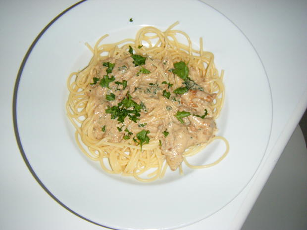 Spaghetti in  Pfifferling-Rahmsoße - Rezept