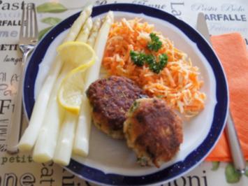 Fischbuletten mit Spargel und Möhren-Sellerie-Salat - Rezept