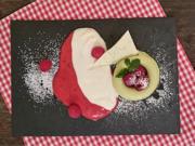 Avocado Limetten Mousse mit Joghurt Minze Schaum und Himbeeren - Rezept