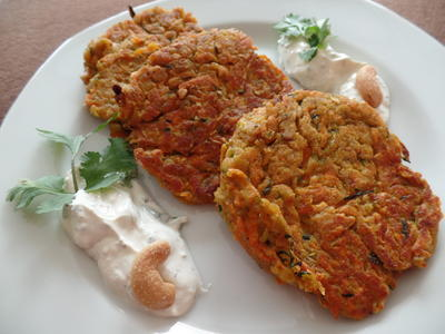 Zucchini-Süßkartoffel-Puffer  mit Saure-Sahne-Koriander -Dip - Rezept