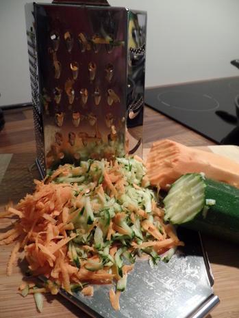 Zucchini-Süßkartoffel-Puffer  mit Saure-Sahne-Koriander -Dip - Rezept - Bild Nr. 3