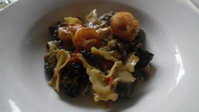 Gorgonzola-Spinat mit Garnelen und Farfalle - Rezept