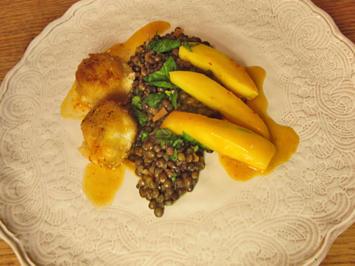 Linsensalat mit scharf marinierter Mango und frittierten Ziegenkäsebällchen - Rezept