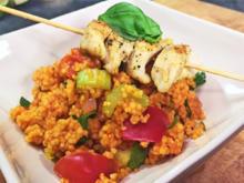 Couscous Salat mit einem Hähnchenbrust Spieß - Rezept