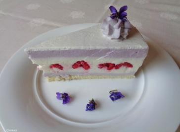 Quark - Sahne - Torte mit Himbeeren und Heidelbeeren - Rezept