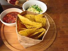 Spinat Artischocken Dip und Salsa mit Tortilla Chips - Rezept