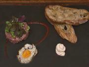 Beef Tatar mit Wachtelei, Micro Salat und Schalottencreme - Rezept - Bild Nr. 2