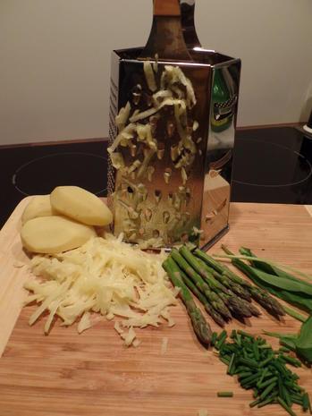 Bärlauch-Kartoffel-Puffer mit gegrilltem Zander und grünen Spargelspitzen - Rezept - Bild Nr. 3