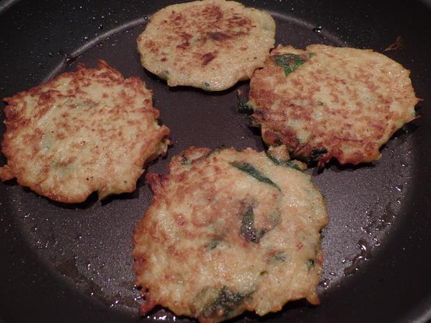 Bärlauch-Kartoffel-Puffer mit gegrilltem Zander und grünen Spargelspitzen - Rezept - Bild Nr. 7