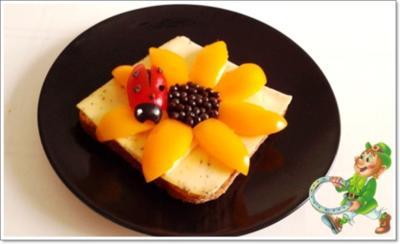 Glücksbringer –Toastbrot mit Käse, Paprika, Papayakernen und  Marienkäfer - Rezept