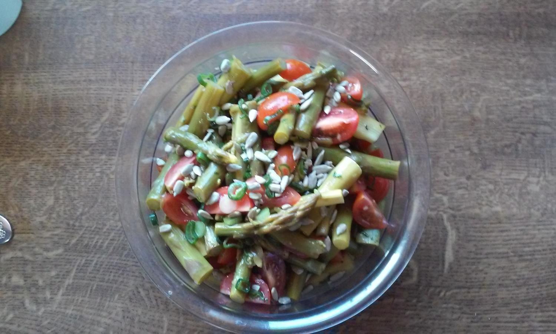 Spargelsalat mit paprika