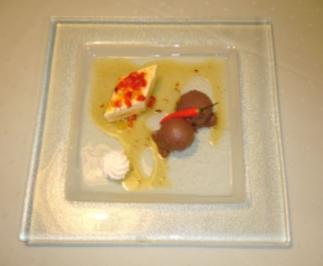 Panna-Cotta-Törtchen mit Orangen-Paprika-Sugo und Teufelsmousse - Rezept