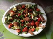 Erdbeer-Rucolasalat mit Mozzarella und Parmaschinken - Rezept