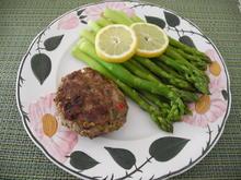 Grüner Spargel mit Rinderhackfleisch-Bratling - Rezept