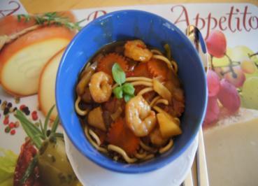 Gemüsewok mit Garnelenschwänzen und Mie-Nudeln - Rezept