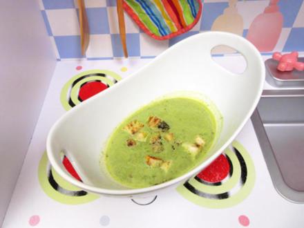 Brunnenkresse-Suppe mit Parmaschinkengitter und Croutons - Rezept