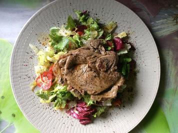 Lammkeulenscheibe auf Salat-Mix - Rezept