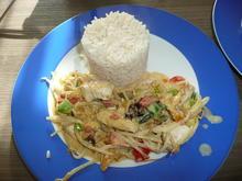 Pute mit Sprossen, Paprika, Frühlingszwiebel + Reis. - Rezept