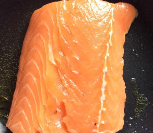 Lachsfilet auf der Haut gebraten mit Erdbeer-Physalis-Salsa - Rezept - Bild Nr. 4