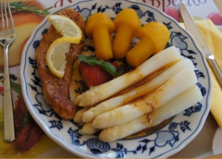 Kurzspargel mit Schnitzel natur und Kartoffelpilzen - Rezept