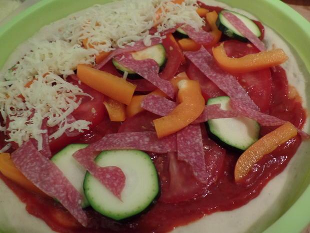 Gemüse-Pizza mit Salami - Rezept - Bild Nr. 5