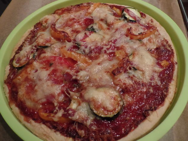 Gemüse-Pizza mit Salami - Rezept - Bild Nr. 6