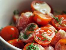 Tomaten-Salat mit Tahini-Dressing - Rezept