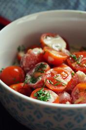 Rezept: Tomaten-Salat mit Tahini-Dressing