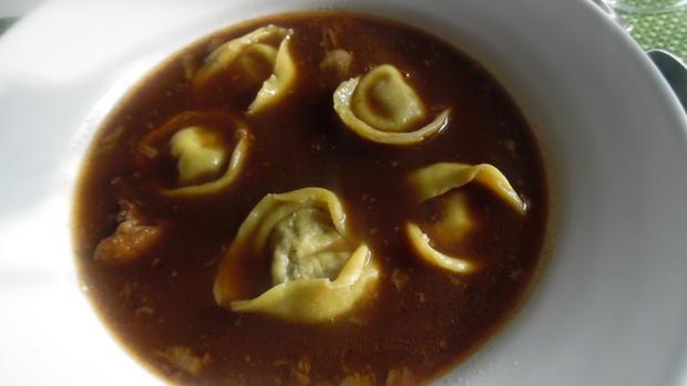 Ochsenschwanz-Suppe mit Tortellini-Einlage - Rezept