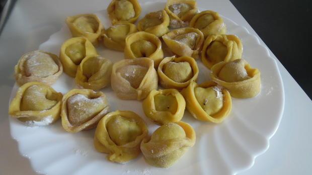Ochsenschwanz-Suppe mit Tortellini-Einlage - Rezept - Bild Nr. 2