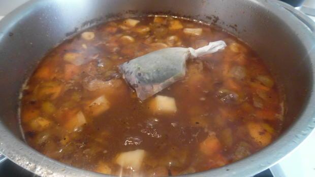 Ochsenschwanz-Suppe mit Tortellini-Einlage - Rezept - Bild Nr. 19