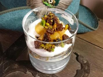 Westfälische Quarkspeise mit Pumpernickel und Kompott - Rezept