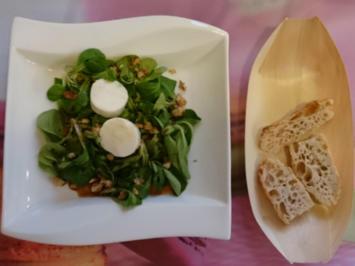 Ziegenkäsetaler auf Feldsalat mit karamellisierten Walnüssen - Rezept