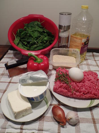 Paprika-Cevapcici auf Knoblauch-Spinat und Feta-Joghurt - Rezept - Bild Nr. 2