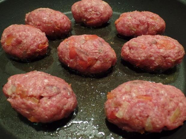 Paprika-Cevapcici auf Knoblauch-Spinat und Feta-Joghurt - Rezept - Bild Nr. 7