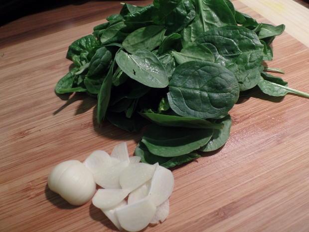 Paprika-Cevapcici auf Knoblauch-Spinat und Feta-Joghurt - Rezept - Bild Nr. 9