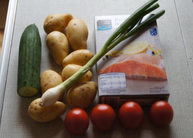 Pazifik Wildlachsfilet mit Pellkartoffeln und Tomaten-Gurken-Salat - Rezept - Bild Nr. 2