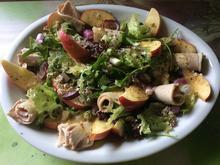 Gemischter grüner Salat mit Apfel, Schweinebraten und  Apfel-Orangen-Dressing - Rezept