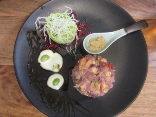 Thunfisch-Lachs-Chili-Tartar mit frittierten Glasnudeln und Edamamebohnen-Püree - Rezept
