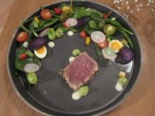 Salade Nicoise nouveaux, Vitelotte, roter Thunfisch und Wachtelei - Rezept
