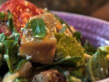 Panzanella mit Avocado und Hähnchenbrust - Rezept