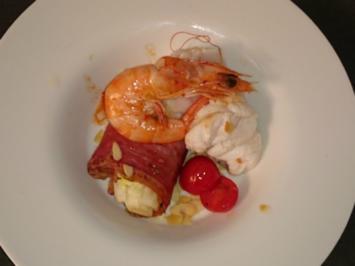 Seeteufel mit Riesengarnele auf im Speck ummantelten Romanasalat und Cocktailtomaten - Rezept