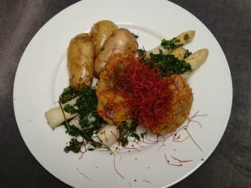 Gebackenes Kalbsfilet auf in Kerbel geschmortem Spargel dazu Sesamkartoffeln - Rezept